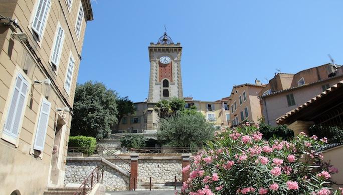 3- A Aubagne, la tour de l'horloge domine le lacis des ruielles