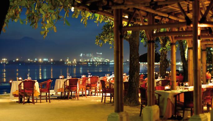 pbal_1366x650_dining_nelayan_restaurant04