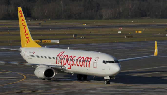 686ag_-_Pegasus_Airlines_Boeing_737-800;_TC-AAY@ZRH;02.01.2013_(8358773973)