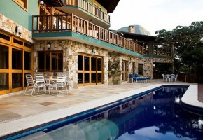 solar-da-ponte-verde-pool-deck