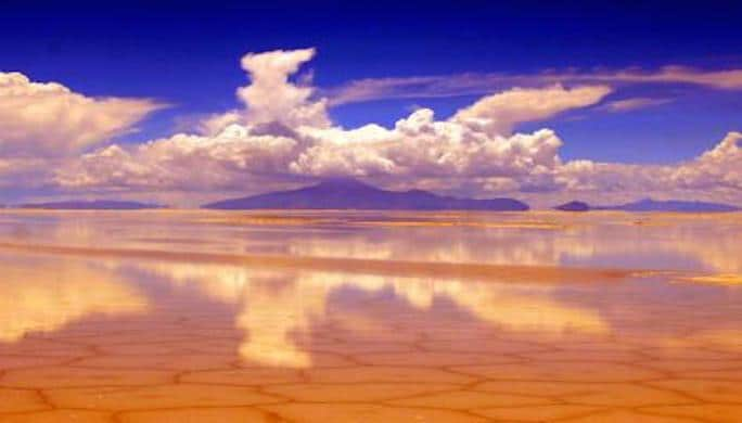 a-reflection_salar_de_uyuni-1519297