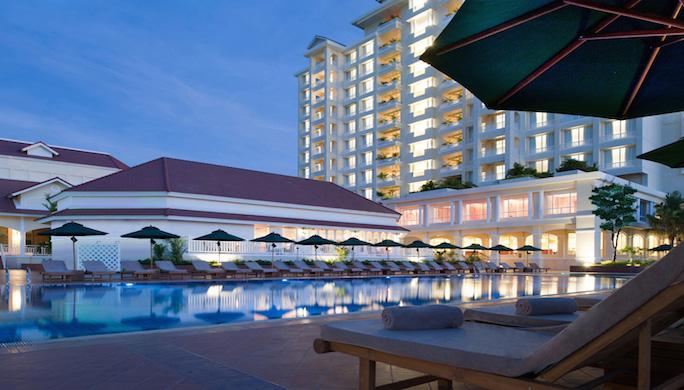 Sofitel-Phnom-Penh-Phokeethra-Pool