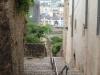 Escalier descendant vers le centre-ville