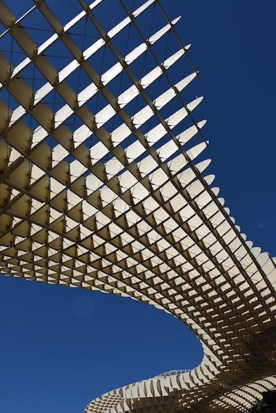 Seules les fondations et les tours cylindriques sont en beton ∏Stephane Isard