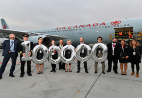 AIR CANADA : Le 100 000 passager...