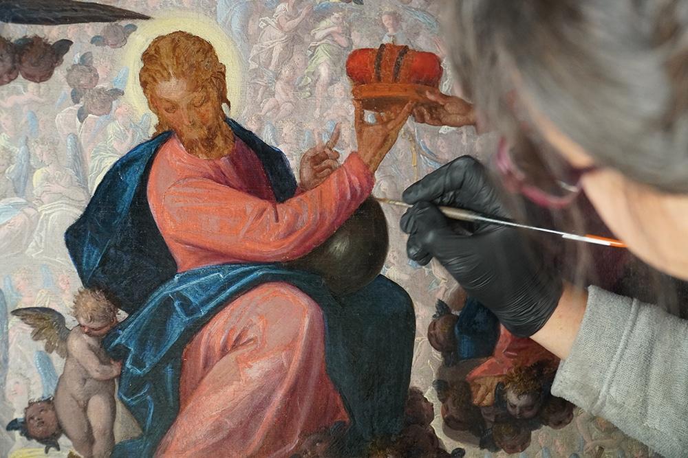 L'exposition de l'Abbaye de l'Epau présente présente quarante-huit tableaux restaurés au cours des trente dernières années.